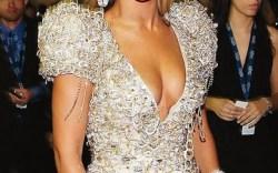 BeyonceBeyonc&#233 wearing Ruthie Daviss studded golden Cindy stiletto at this years Grammy Awards