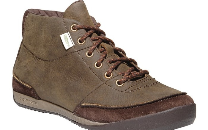 Boot with biodegradable midsole by Simple