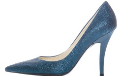 Pointy toe pump by Guess