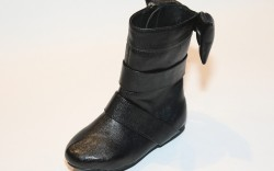 Flat boot with oversized bow by Pazitos
