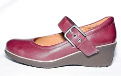 Eccos wedge with buckle detail