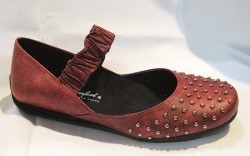 Studded flat with gathered strap by Helle Comfort