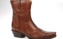 Vintage-effect leather look by Charlie 1 Horse by Lucchese