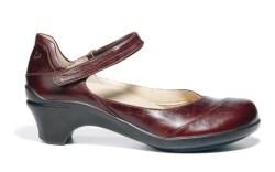 ARAVON&#8217s sculpted heel style