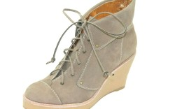 Lace-up boot with crepe sole by DANIBLACK