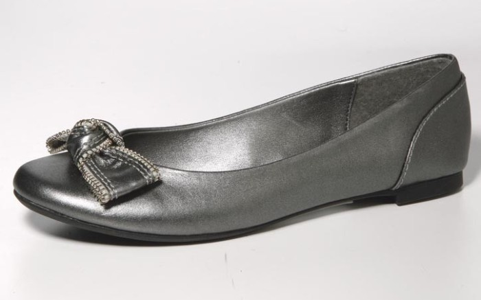 Metallic flat with knotted bow by RAMPAGE