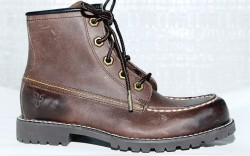 FRYE&#8217s lug-sole look in burnished leather