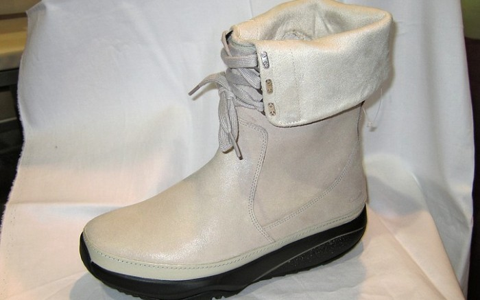 Fold-over cuffed boot from MBT
