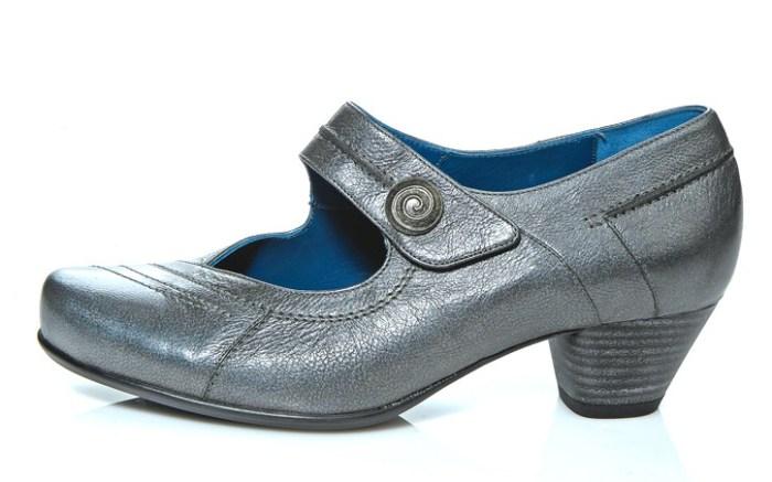 DUREA&#8217s mid-heel shoe with pewter ornament