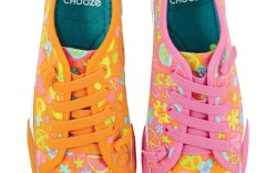 A neon sneaker look for spring 13