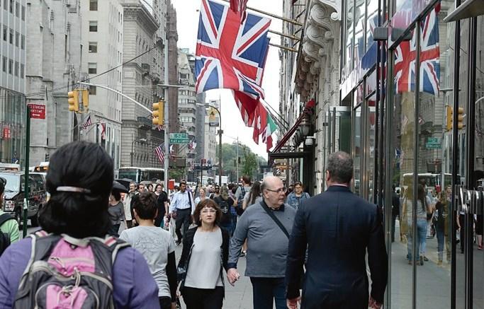 Shoppers New York City