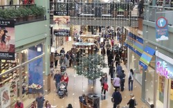 Sluggish Holiday Leaves Retailers With Excess