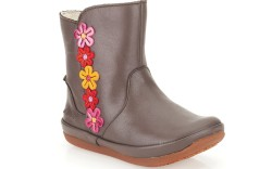 A pull-on boot with appliques