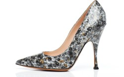 Patent pump in shades of gray by PALTER DE LISO