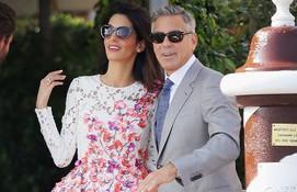 Amal Alamuddin in Giambattista Valli dress with George Clooney