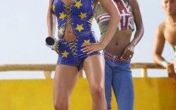 2001: Carmen Electra