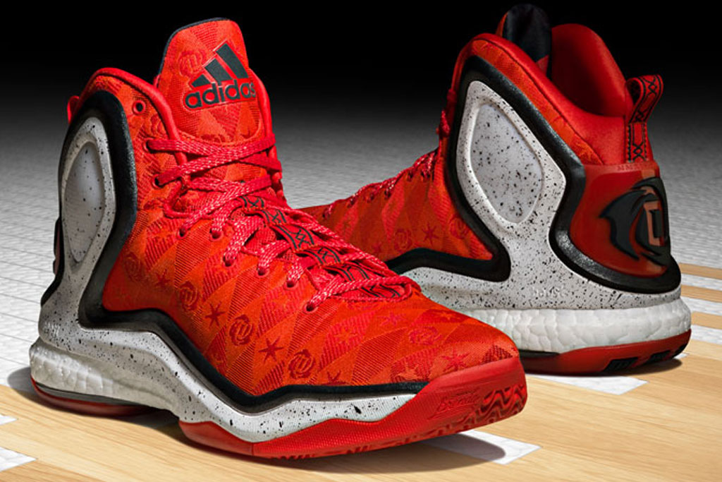 Derrick Rose Returns From Injury in D