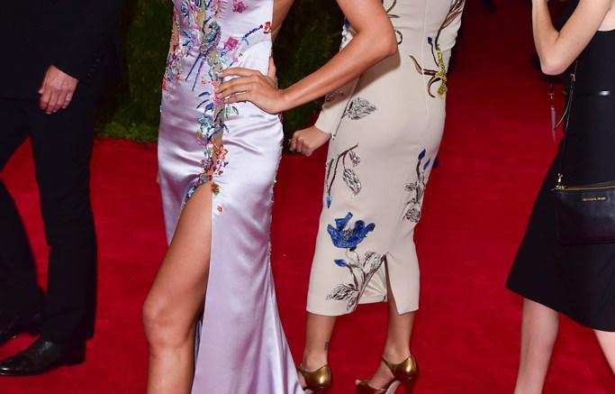 Irina-Shayk-Versace-2015-Met-Ball