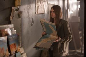 """Cara Delevingne's """"Paper Towns"""" Shoes on Set"""