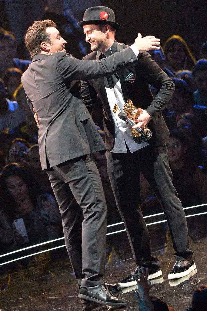 Justin Timberlake received the Video Vanguard Award from Jimmy Fallon at the 2013 VMAs. Timberlake wore Alejandro Ingelmo sneakers.