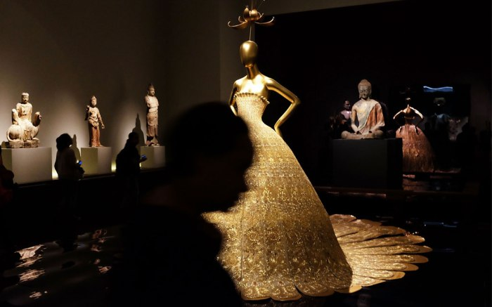Met Museum China Through the Looking Glass