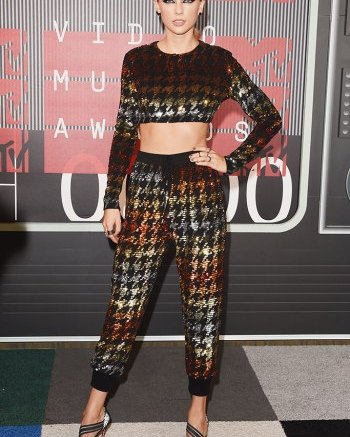 taylor-swift-mtv-video-music-awards-2015-shoes