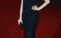Anne Hathaway The Intern premiere shoes