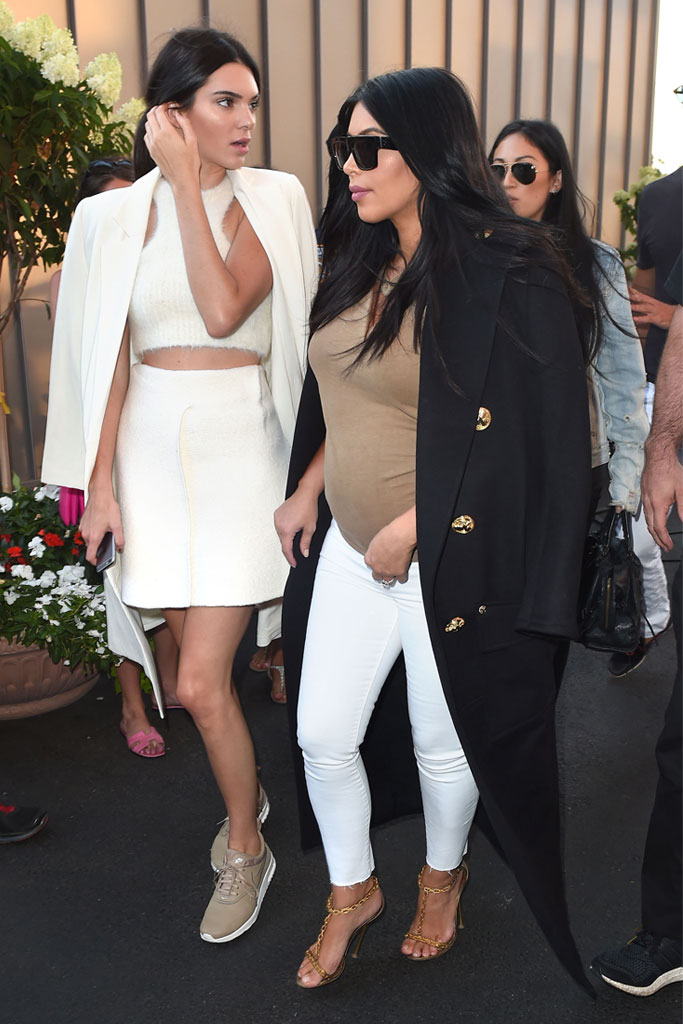 Kendall Jenner, Kim Kardashian, US Open 2015, tom ford sandals, pregnant, nike sneakers, legs,