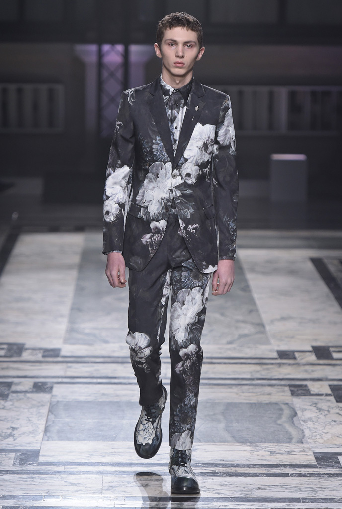 Alexander McQueen London Collection: Mens RTW Fall 2016