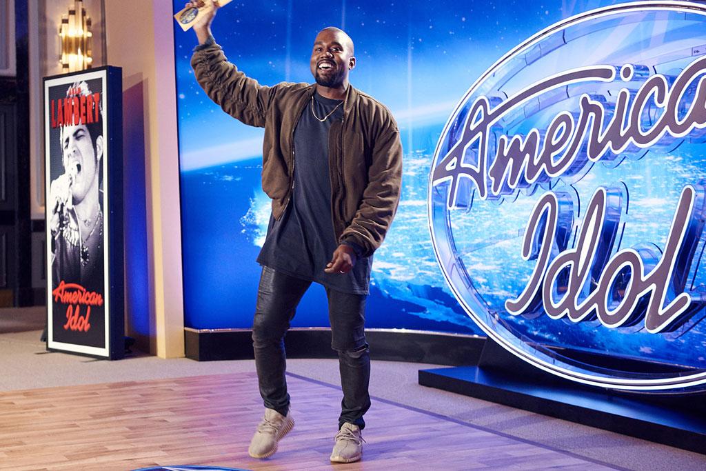 Kanye West Sings 'Gold Digger' At