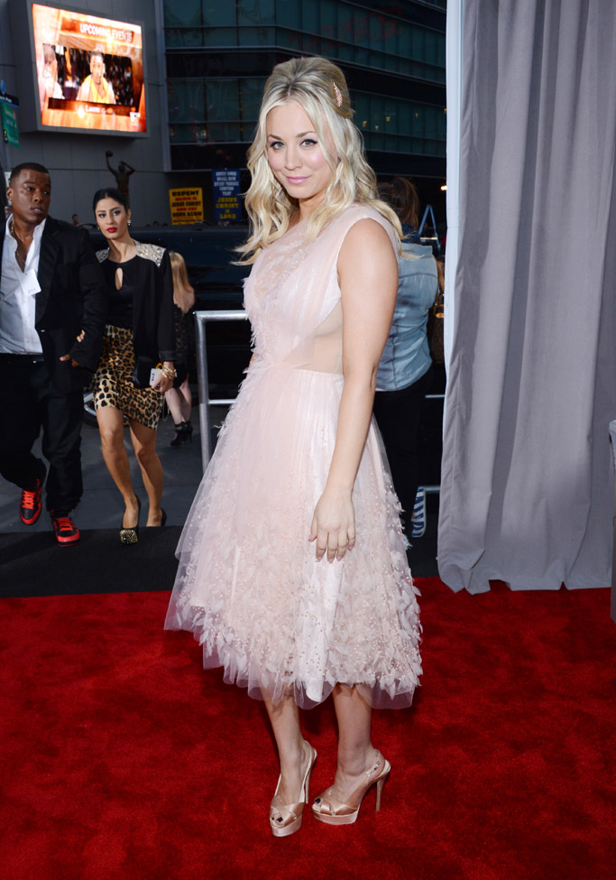 Kaley Cuoco People's Choice Awards Red Carpet