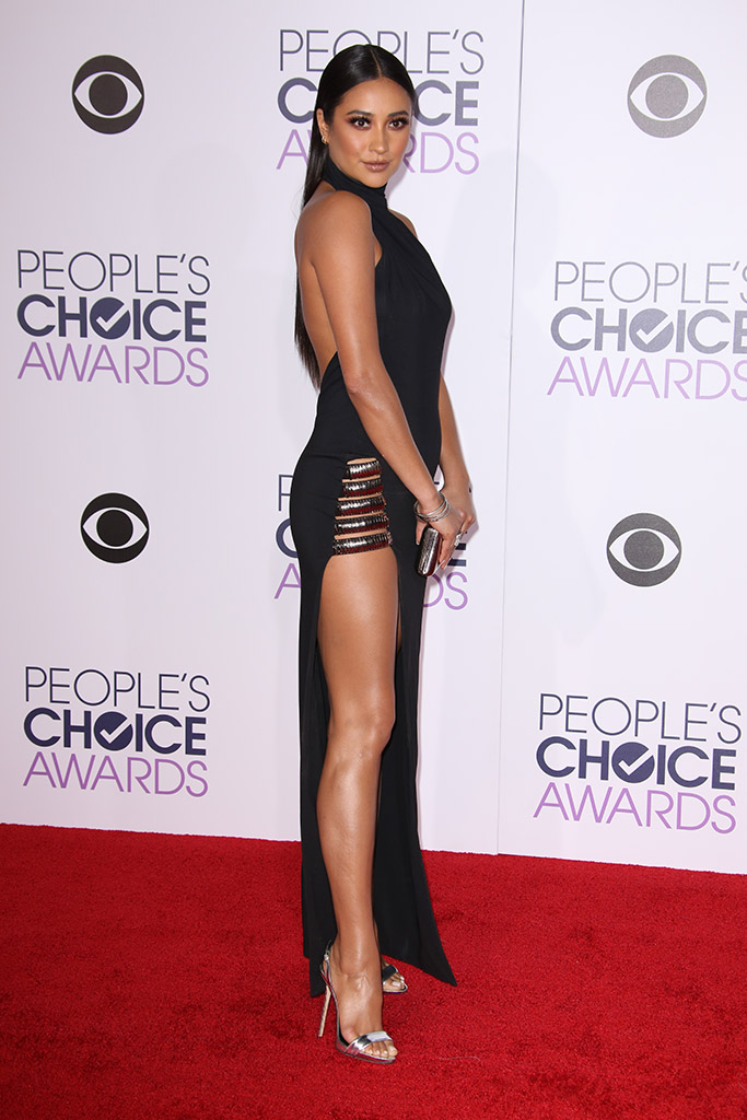 Shay Mitchell People's Choice Awards 2016 Red Carpet