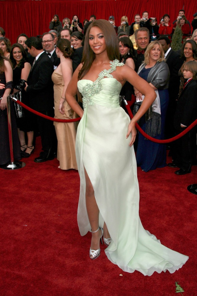 2007: Beyonce in a pale green Armani Prive gown and silver peep toe sandals.