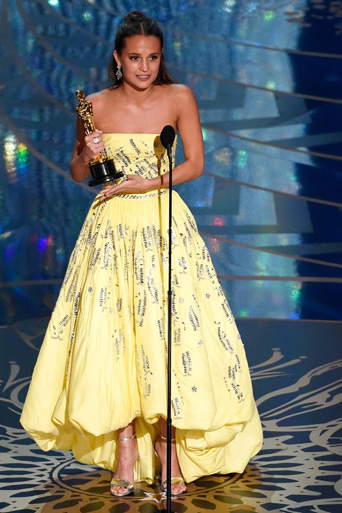 Alicia Vikander 2016 Oscars Louis Vuitton