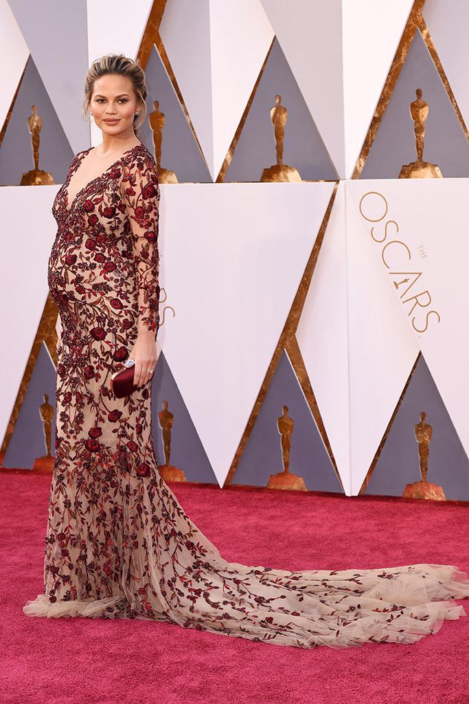Chrissy Teigen 2016 Oscars