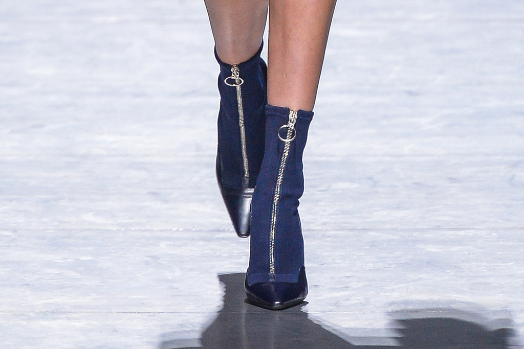 Versace Fall 2016 Shoes On The Runway