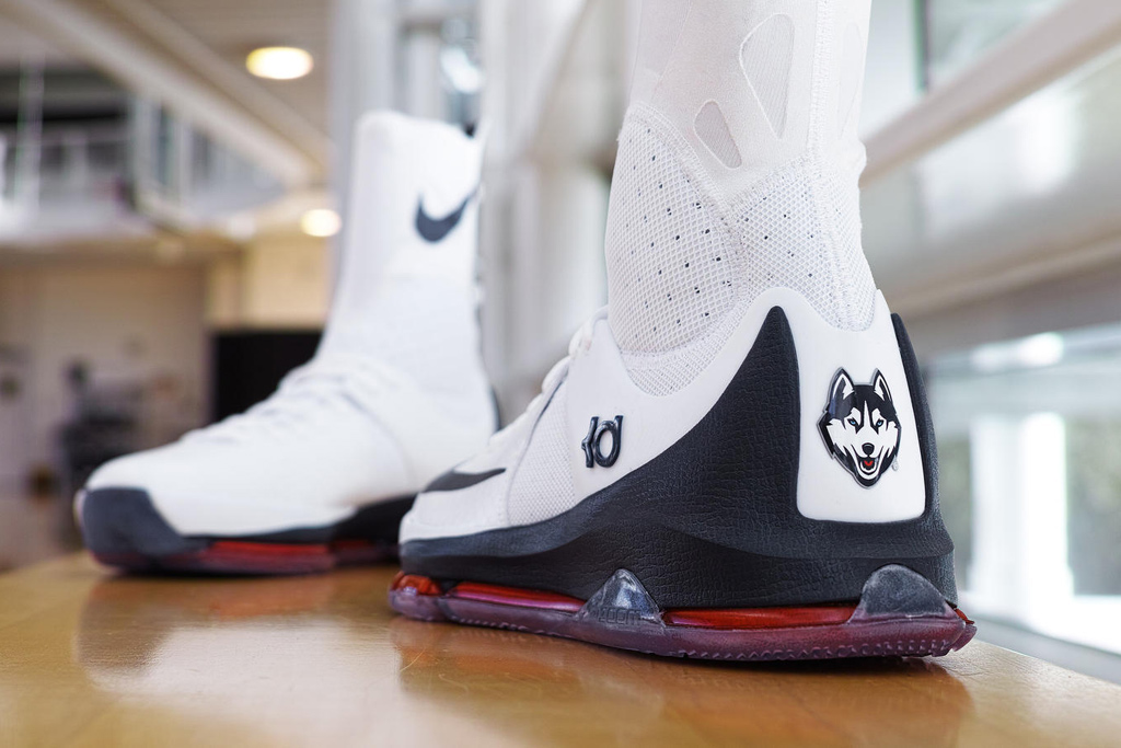 UConn Women's Basketball Nike KD8 Sneakers