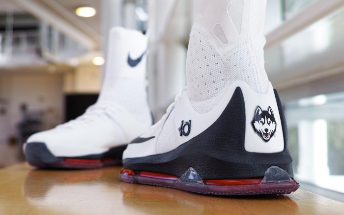 UConn Women's Basketball Nike KD8 Sneakers