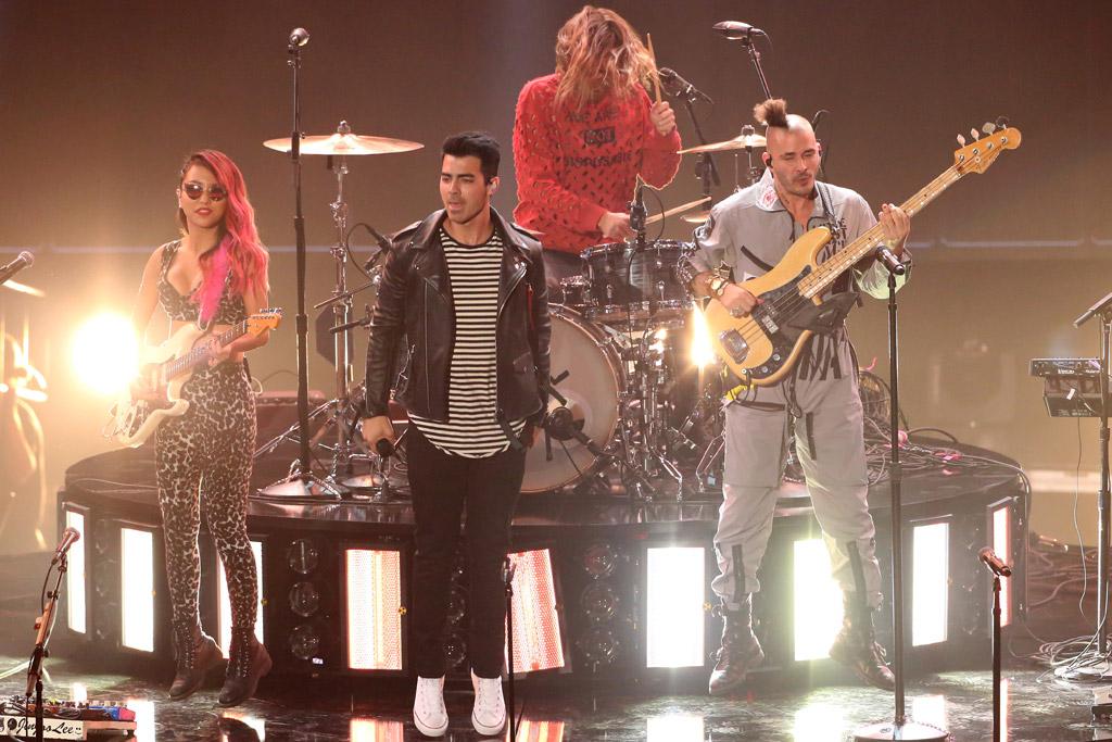 DNCE iHeartRadio Music Awards 2016