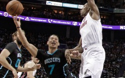 Jeremy Lin Leads Hornets To Playoffs