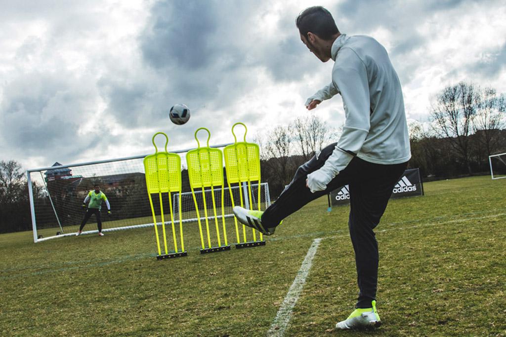 Mesut Özil Soccer Adidas Mercury Pack