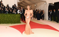 Beyoncé Met Gala 2016 Red Carpet