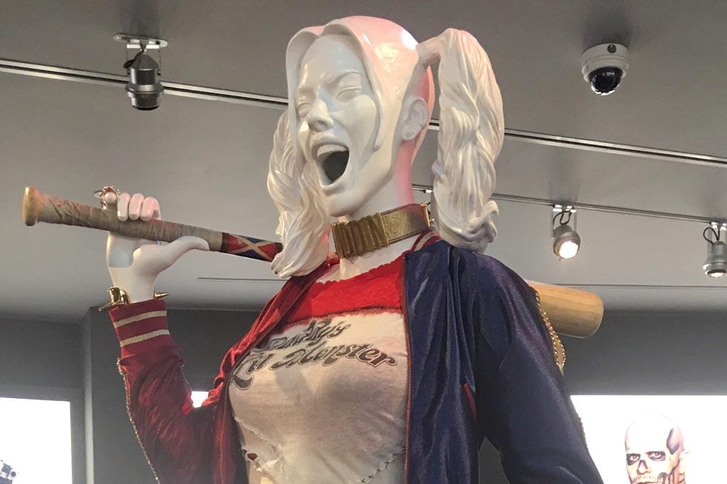 piel Ministro Ordenador portátil  Margot Robbie's Adidas Heels Unveiled At DC Universe: The Exhibit –  Footwear News