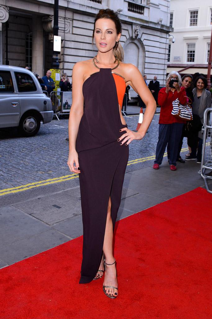 Kate Beckinsale in Stuart Weitzman Nudist