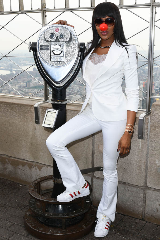 naomi campbell red nose day empire state building adidas sneakers stan smith