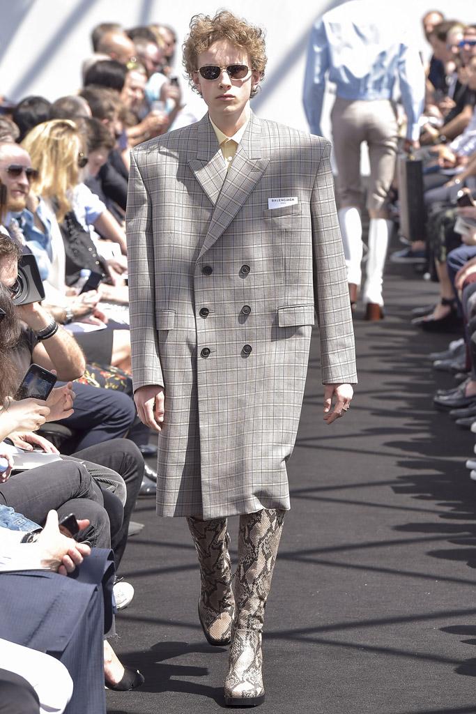 Balenciaga Men's Spring 2017 Collection Paris Men's Fashion Week