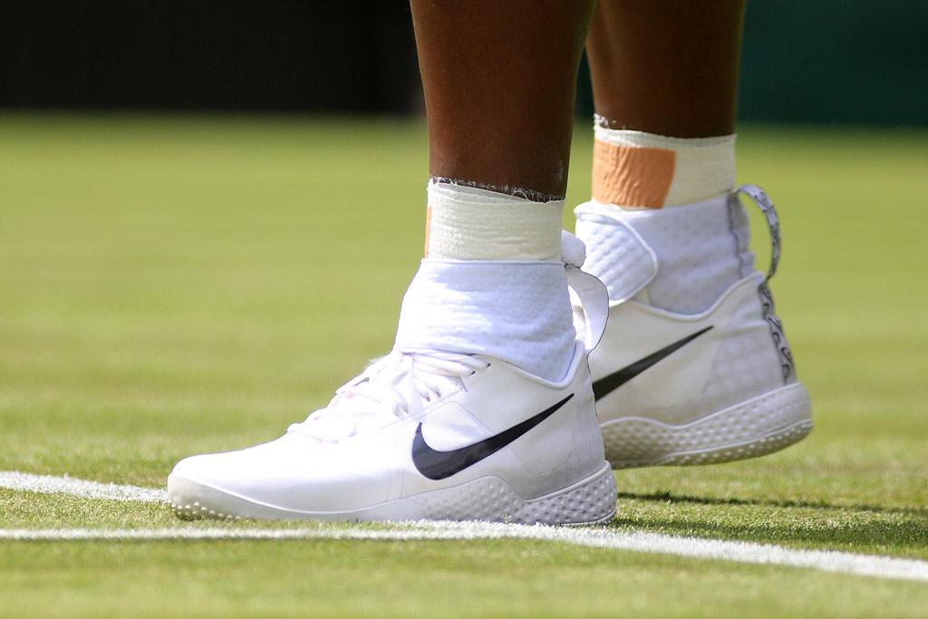 NikeCourt Flare