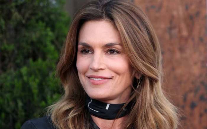 cindy crawford fur boots family vacation canada ontario