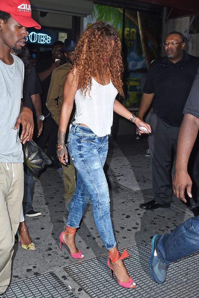 Rihanna walking grates