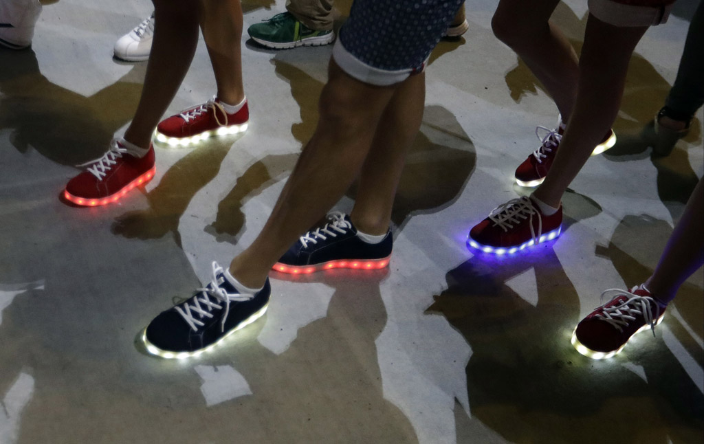rio olympics closing ceremony team great britain light up shoes simon jersey